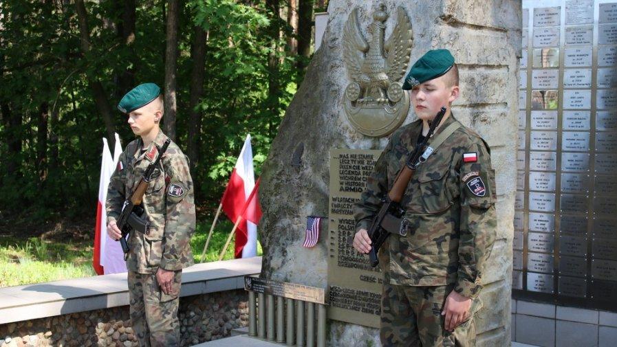 Uroczystości przy Pomniku AK w Kowalowie