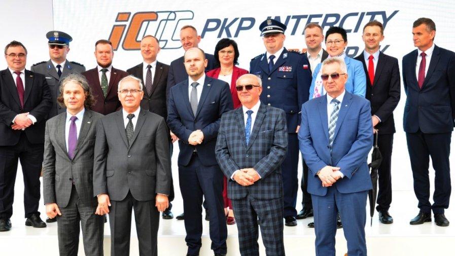Należący do PKP Intercity Zakład Usług Taborowych Remtrak zmienia nazwę na PKP Intercity Remtrak sp. z o.o. Spółka planuje zatrudnić 400 nowych pracowników.