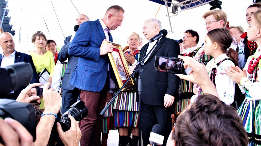 """Piknik Rodzinny """"Dobry Czas dla Polski"""" miał wyjątkowego gościa. Do Miedznej Murowanej przyjechał Prezes Prawa i Sprawiedliwości Jarosław Kaczyński."""