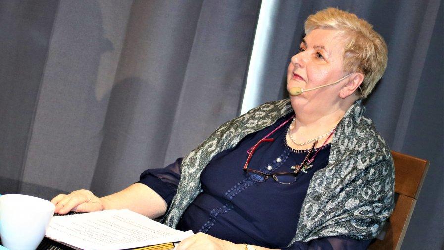 """W piątek w opoczyńskim Musique Cafe odbył się wieczór autorski poetki Ireny Plucińskiej. Na spotkaniu zostały zaprezentowane dwa nowe tomiki poezji- """"Nie wszystko jest różowe"""" i """"Zmierzch niezapominajki""""."""