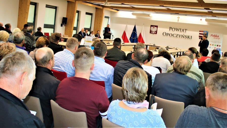 Sposobom zapobiegania ASF poświęcone było szkolenie zorganizowane w Starostwie Powiatowym w Opocznie. Wzięli w nim udział hodowcy trzody chlewnej z terenu powiatu opoczyńskiego.