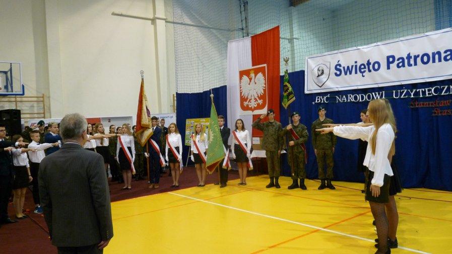 23 października w Zespole Szkół Powiatowych im. Stanisława Staszica w Opocznie obchodzono Święto Patrona Szkoły, które połączone było ze ślubowaniem uczniów klas pierwszych.