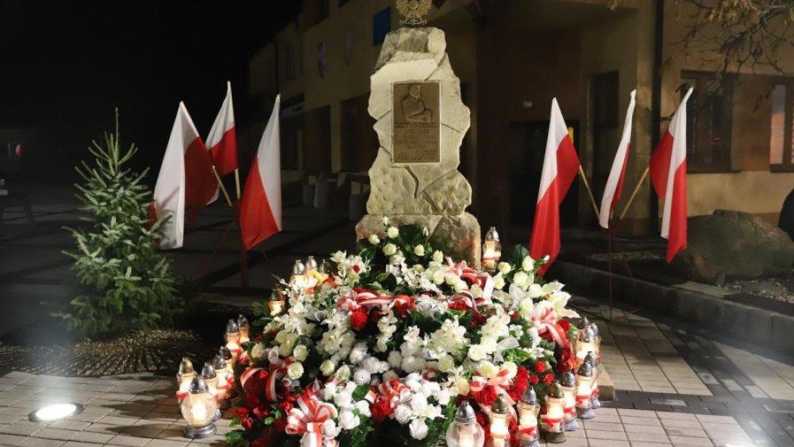 W całym powiecie opoczyńskim mieszkańcy obchodzili 101 rocznicę odzyskania niepodległości.Władzę Powiatu pojawiły się we wszystkich gminach, które wystosowały zaproszenie na wspólne świętowanie tego wydarzenia.