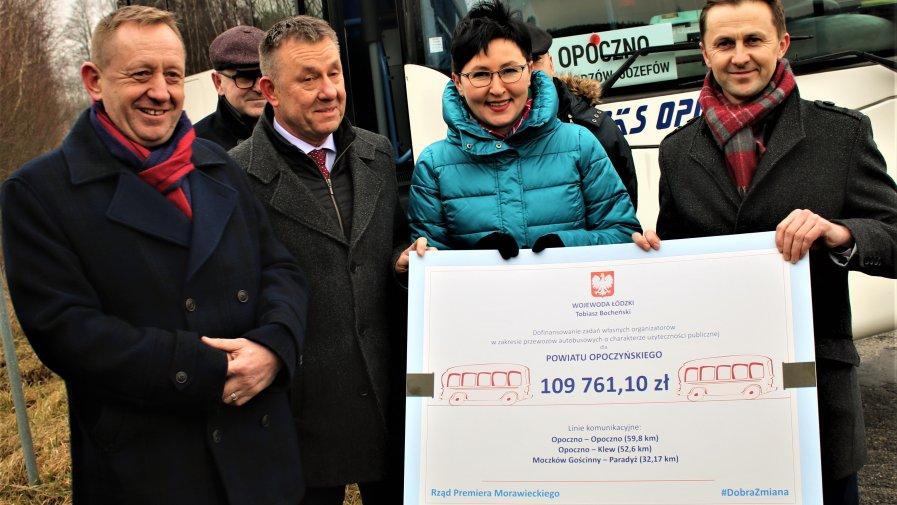 Czek na prawie 110 tys. zł władzą naszego powiatu przekazał wicewojewoda łódzki Karol Młynarczyk.