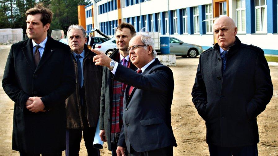 Jednym z najważniejszych punktów podczas wtorkowej (18.02.2020) wizyty Wojewody Łódzkiego Tobiasza Bocheńskiego w naszym powiecie było spotkanie w siedzibie firmy PKP Intercity Remtrak.
