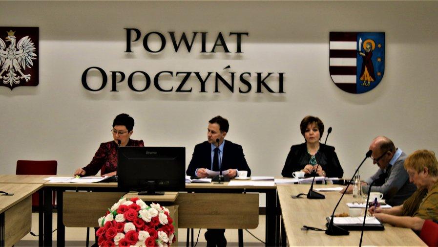 Podczas posiedzenia Komisji Bezpieczeństwa i Porządku Publicznego, która działa przy Staroście Opoczyńskim oraz Powiatowego Zespołu Zarządzania Kryzysowego, dyskutowano na temat ASF oraz Koronowirusa.