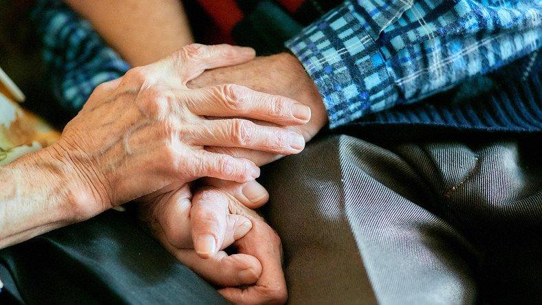 """Państwowy Fundusz Rehabilitacji Osób Niepełnosprawnych uruchomił realizację programu """"Pomoc osobom niepełnosprawnym poszkodowanym w wyniku żywiołu lub sytuacji kryzysowych wywołanych chorobami zakaźnymi""""."""