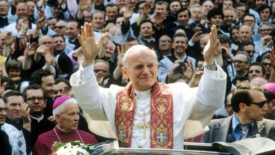 Wybór Polaka, Karola Wojtyły na papieża, a następnie jego pontyfikat, w dużej mierze przyczyniły się do obalenia komunizmu w Europie Środkowo-Wschodniej i powrotu wolności i demokracji w tym regionie świata.