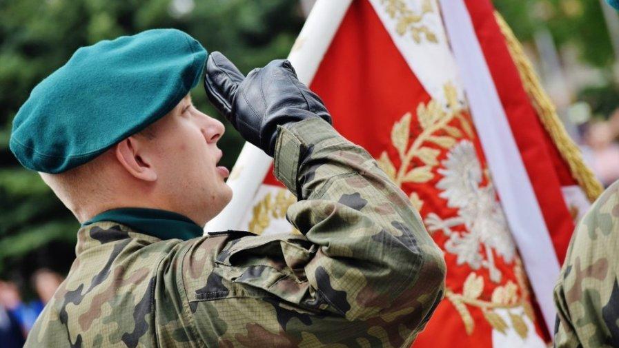 Od 15 czerwca ruszają w Wojsku Polskim szkolenia rezerwistów, którzy chcą podtrzymać swoje umiejętności, jak i osób, dla których będzie to pierwszy kontakt z Siłami Zbrojnymi.