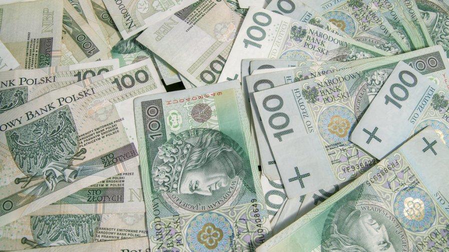 Jest to wsparcie finansowe w wysokości 1400 zł miesięcznie za okres od 1 czerwca do 31 sierpnia 2020 r.