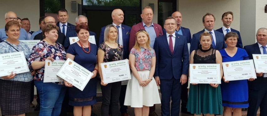 3 mln zł zostały przekazane na projekty obywatelskie mieszkańców wsi i małych miejscowości w województwie łódzkim. Powstaną dzięki temu place zabaw, siłownie pod chmurką, odnowione zostaną świetlice wiejskie.