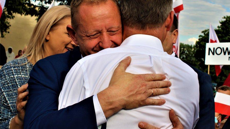 Na pierwszym powyborczym spotkaniu z Prezydentem obecni byli na specjalne zaproszenie samorządowcy z naszego powiatu. Na Ziemi Opoczyńskiej, Andrzej Duda uzyskał bowiem blisko 75 poparcia.