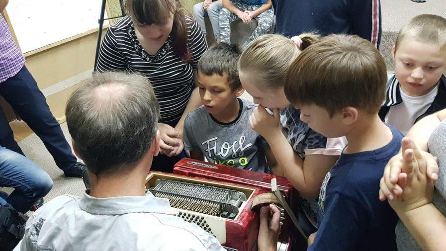 Od 8 września w Specjalnym Ośrodku Szkolno- Wychowawczym w Opocznie odbywają się warsztaty etnomuzyki, czyli nauki gry na instrumentach ludowych.