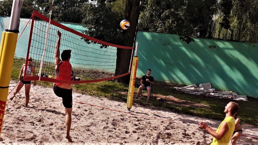 W minioną niedzielę, 13 września, przy I LO im. S. Żeromskiego w Opocznie został rozegrany turniej finałowy GRAND PRIX Powiatu Opoczyńskiego 2020 w siatkówce plażowej mikstów.
