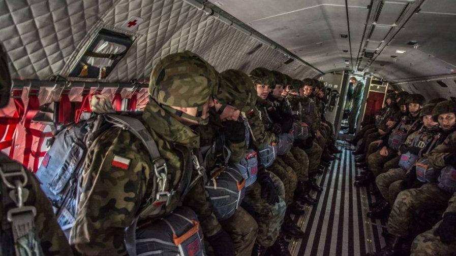 W Ośrodku szkoleniowym 25.BKPow przez pięć dni trwała sesja egzaminacyjna dla kandydatów na instruktorów spadochronowych.