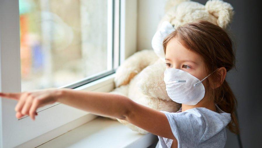 Dziecko na kwarantannie lub w izolacji. Co z zasiłkiem opiekuńczym?